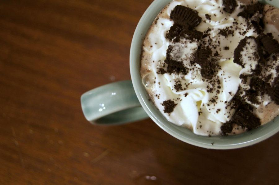Met deze warme Oreo chocolademelk overwin je in no time je winterblues